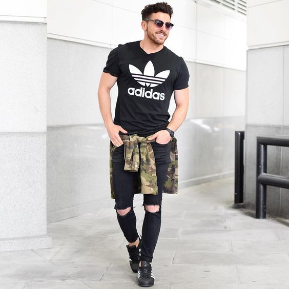 Look masculino all black com tênis adidas superstar, camiseta adidas, blusa camulada, camuflagem