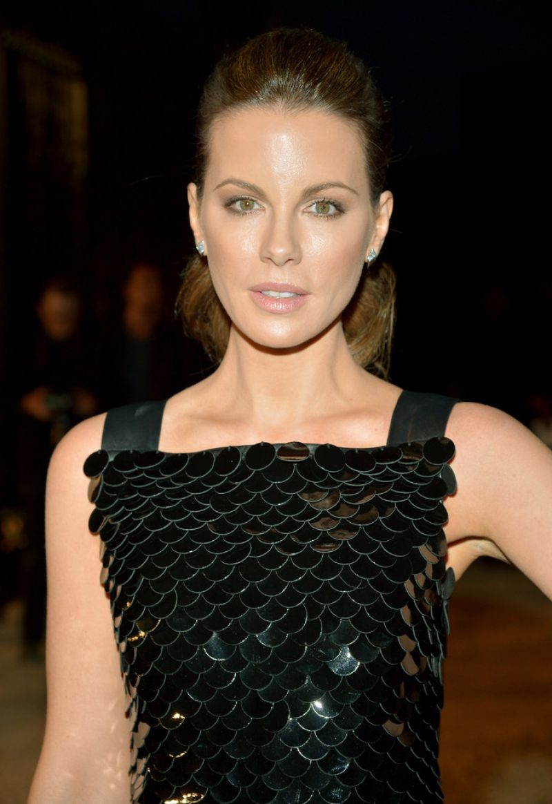 HQ Photos of Kate Beckinsale in black dress At Burberry London In Los Engeles Event In Los Angeles