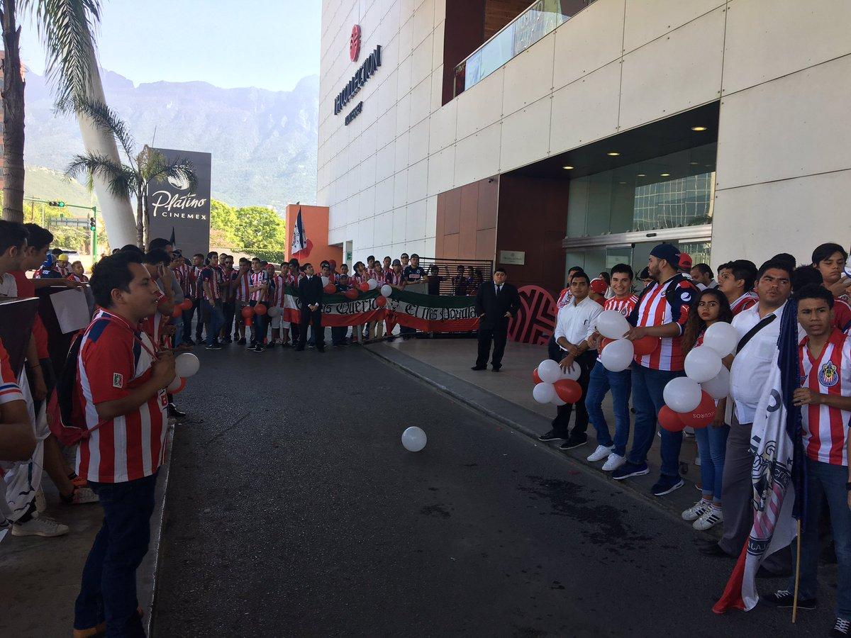 Aficionados demostrando su apoyo a los jugadores del Rebaño.