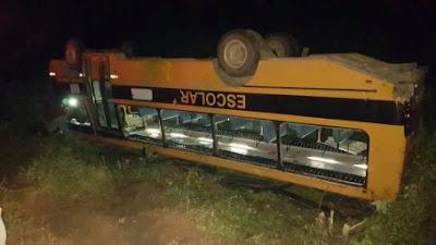 Acidente com ônibus de estudantes deixa feridos