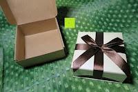 Verpackung und Box: AmorWing 10mm Obsidian und Ruby Zoisit Gebetsarmband vom Einfachen Stil für Damen/Herren