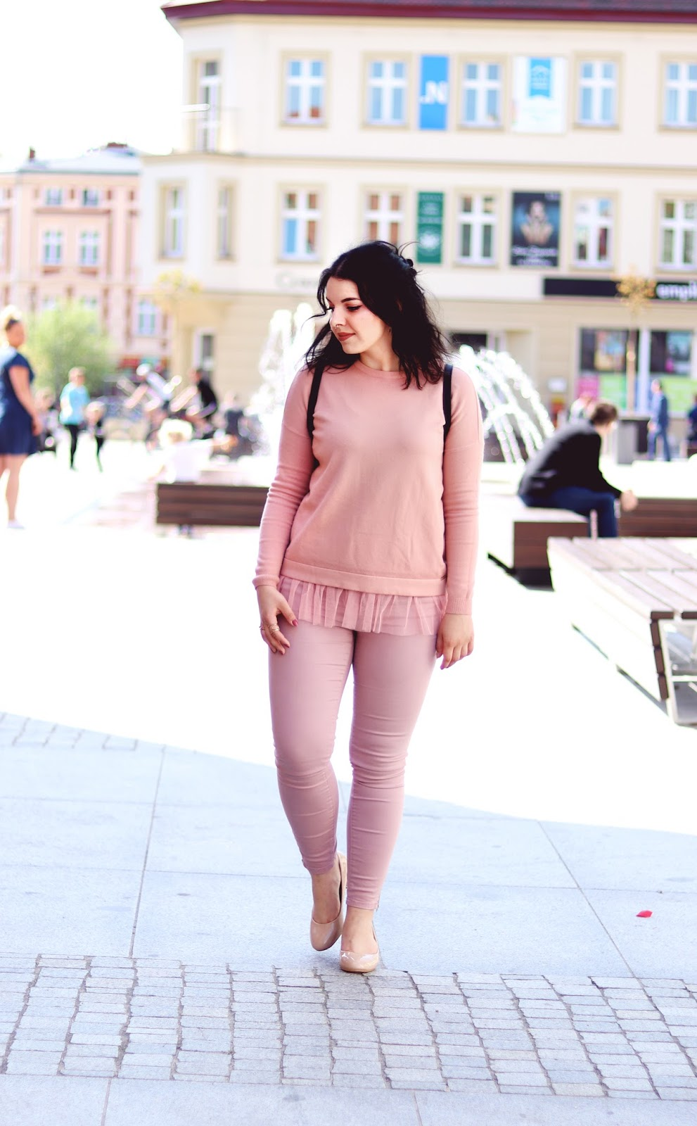 How to wear pink sweatshirt with tulle