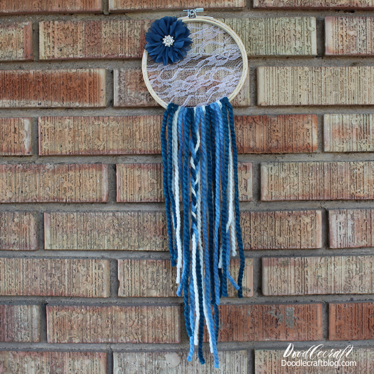 Great summer camp craft for youth, easy to make dream catcher can be made in 30 minutes