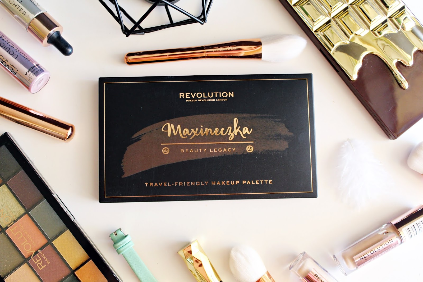 MAXINECZKA BEAUTY LEGACY Travel-Friendly makeup palette - Makeup Revolution