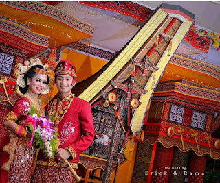 Download Kada Tominaa Dalam Prosesi Pernikahan Toraja