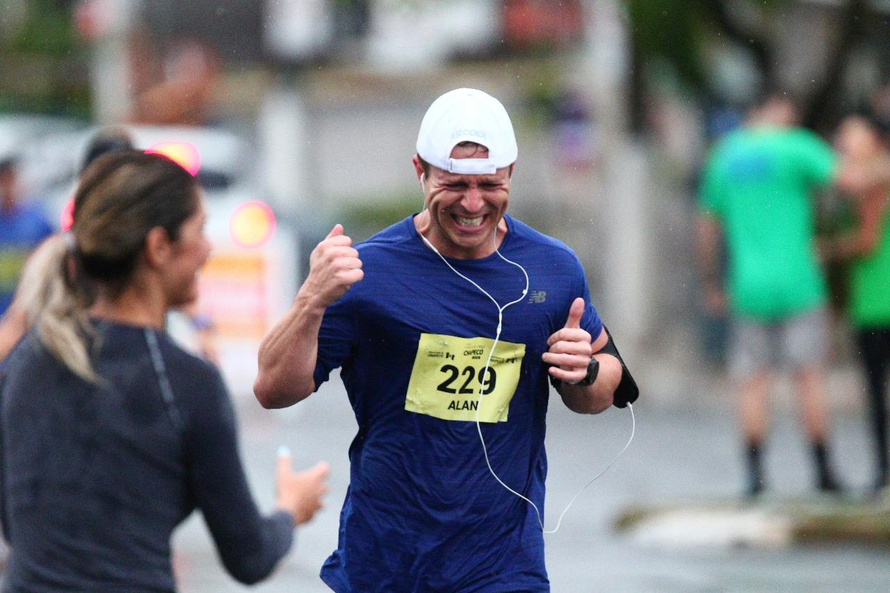 Esporte tomou conta das ruas  maior edição da Meia Maratona Caixa Chapecó  aconteceu neste domingo (15) 42c5ef790f3f2
