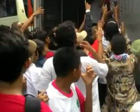 demo bayaran nasi bungkus