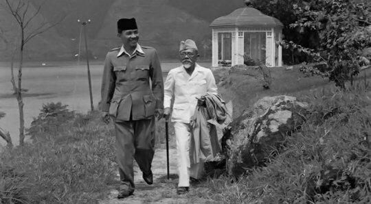 Presiden Sukarno dan seniornya, Haji Agus Salim