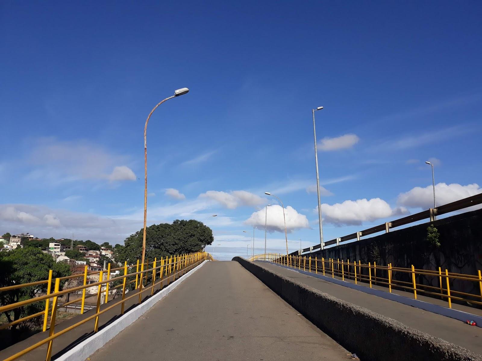 Céu azul de Governador Valadares