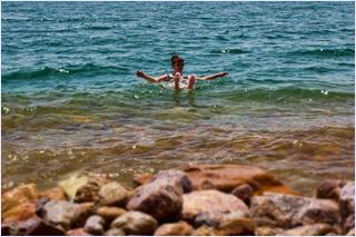 ลอยตัวในทะเลสาบเดดซี (Dead Sea)