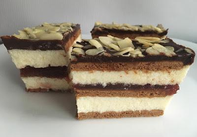 Ciasto przekładane kremem i herbatnikami