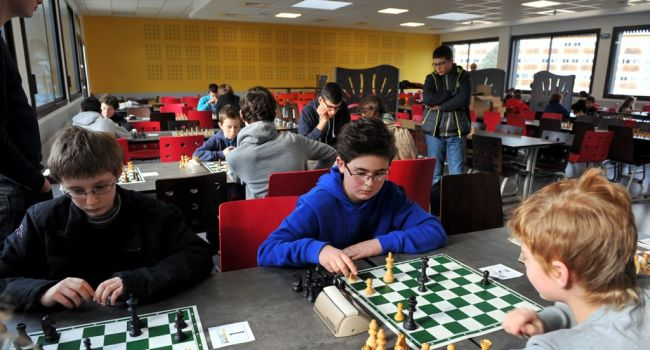 Deux exemples sur les acquis des élèves à l'école ayant mis en place un atelier échecs