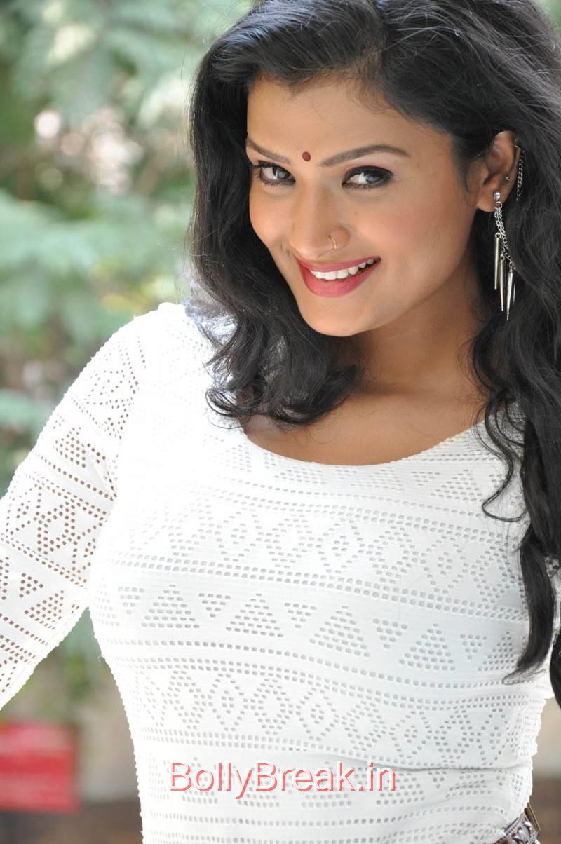 Ishita Photo Gallery, Actress Ishita Face Close Up Hot HD Pics