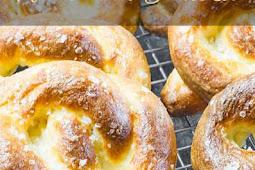 Keto Low Carb Pretzels Recipe - Homemade Soft Pretzel - Gluten Free