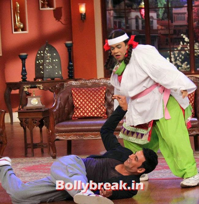 Akshay Kumar and Kiku Sharda, Akshay Kumar on Comedy nights with Kapil for Holiday movie promotion