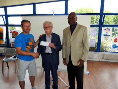 GRAND-QUEVILLY. Les élèves du collège Jean Texcier remettent un chèque à trois associations caritatives.
