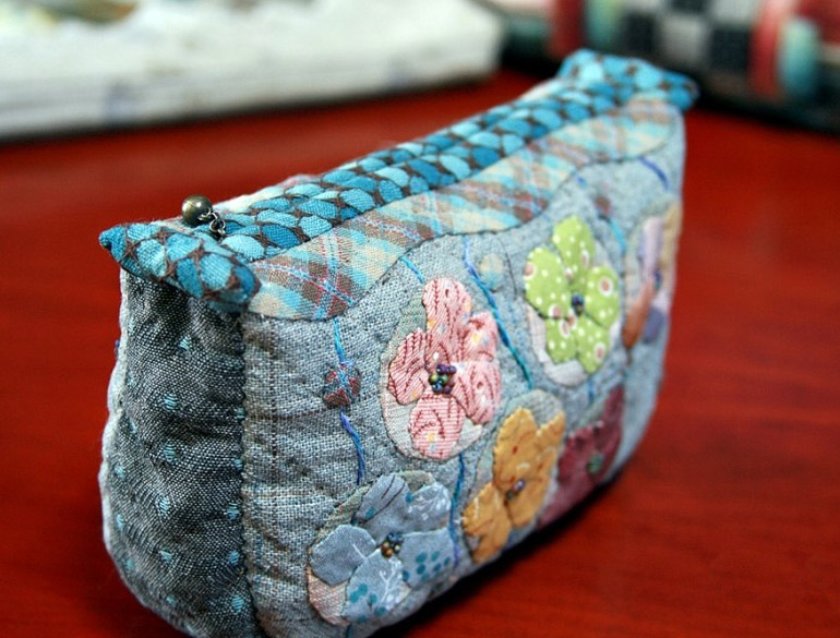 Quilt Purse with a zipper. Japanese Patchwork Tutorial in Pictures