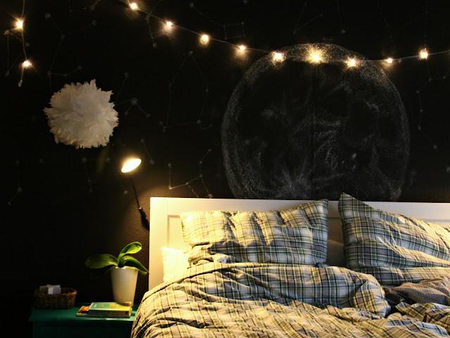 черная-стена-в-спальне