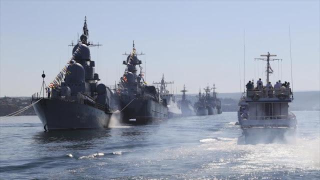 Fuerzas navales rusas simulando una batalla en el Mediterráneo