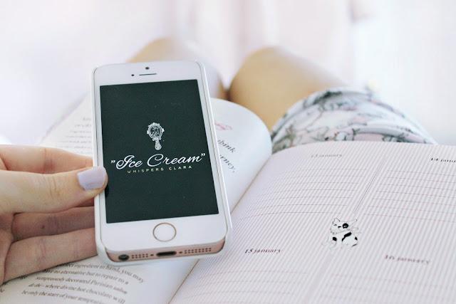 Logojoy design girly blog header logo review