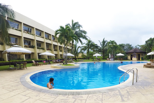 swimming pool taal vista hotel