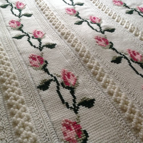 Rosebud Throw - Free Pattern