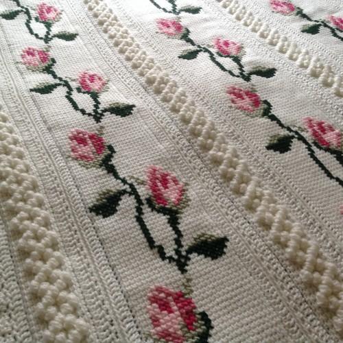 Rosebud Throw - Free Pattern