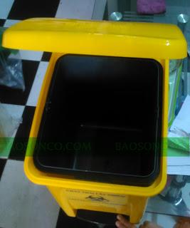 thùng đựng rác sử dụng trong trạm xá, bệnh viện