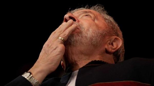 Petistas veem prisão de Lula se aproximar: 'Querem foto da humilhação'