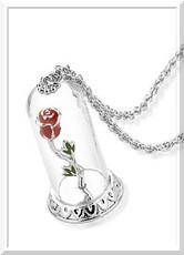 http://www.disneystore.fr/nouveautes/collier-en-plaque-or-blanc-representant-la-rose-enchantee-la-belle-et-la-bete-disney-couture/427275758366.html?cgid=1000996