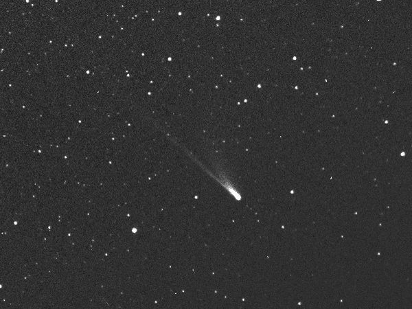 Sao chổi 96P Machholz – thiên thể gốc của mưa sao băng Delta Aquarid, được khám phá vào ngày 12/5/1986 bởi Donald Machholz. Hình ảnh bởi ống kính HI-2 từ tàu vũ trụ STEREO-A.