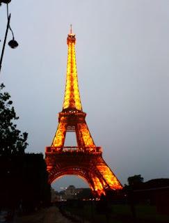 La Torre Eiffel iliminada.