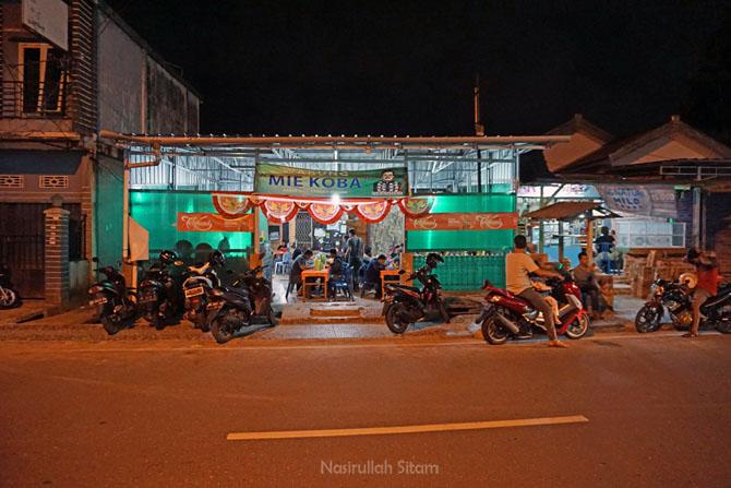 Warung Mie Koba malam hari