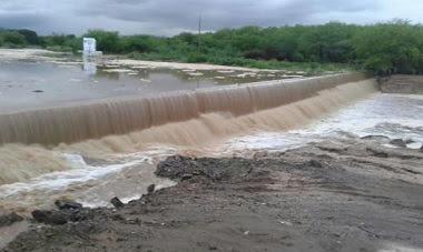 Volta a chover em Frei Martinho e barragem transborda
