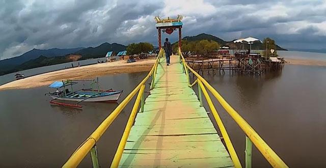 jembatan di pintu pantai dewi mandapada
