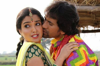 Nirahua kissing of Amrapali Dubey in Nirahua Hindustani Movie Photo