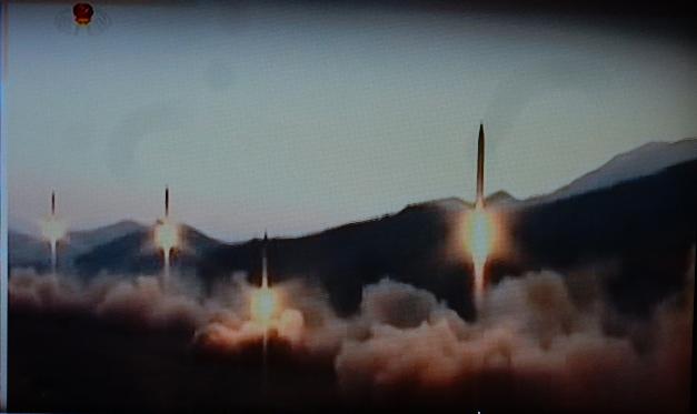 http://www.spiegel.de/politik/ausland/nordkorea-usa-und-suedkorea-feuern-ebenfalls-raketen-ab-a-1155989.html
