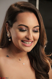 Sonakshi Sinha stunning Red Gown at Nach Baliye Season 8 interview 007.JPG