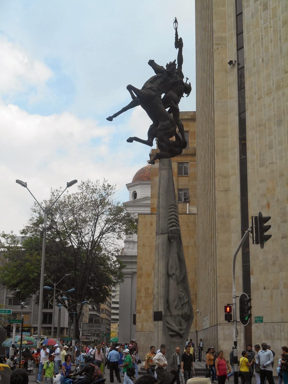 """Una foto de la escultura """"El desafío"""", de Rodrigo Arenas Betancourt, tomada por Leonardo Bernal Tobón"""