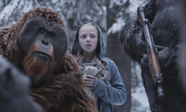Maurice (voiced by Karin Konoval) and Nova (Amiah Miller) in a scene from WAR FOR THE PLANET OF THE APES (2017)