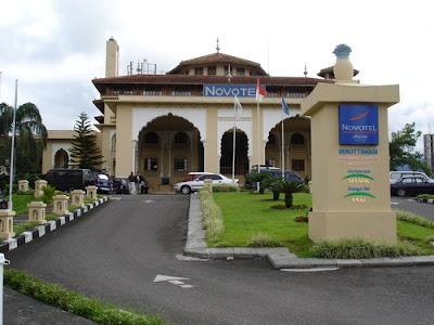 Di bawah ini adalah nama beberapa Hotel yang ada di Bukittinggi. Harga kamar Hotel di Bukittinggi, Sumatera Barat, yang disebutkan ini hendaknya sebagai panduan karena bisa berubah setiap saat. Informasi hotel Bukittinggi akan diperbarui ketika informasi baru tersedia.