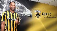 Την απόκτηση του Άγγλου διεθνούς ποδοσφαιριστή Joleon Lescott ανακοίνωσε η ΑΕΚ
