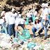 Empleados de la Cancillería participan en jornada de limpieza del malecón de Santo Domingo