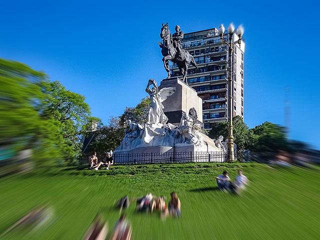 Monumento al prócer emplazado en la Recoleta,Buenos Aires.