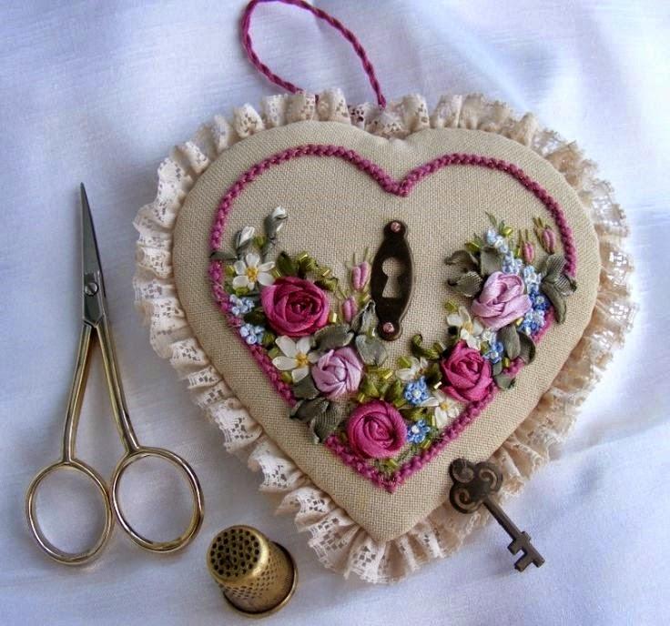 igielnik serce haftowany wstazeczka