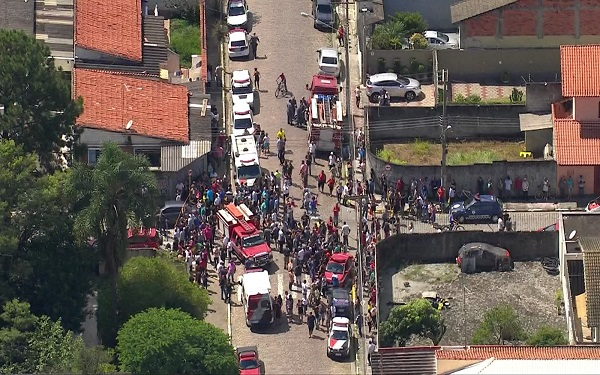 Adolescentes matam 6 pessoas dentro de escola em Suzano e se suicidam (Imagem: Reprodução/G1)