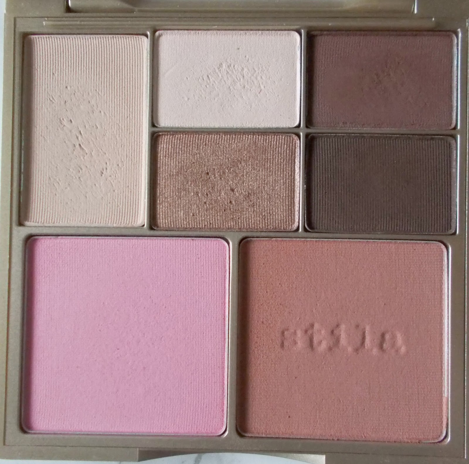 stila perfect me perfect hue palette light medium