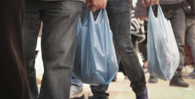 Πλαστική σακούλα: Αυξήθηκε  η τιμή της - Πόσο θα χρεώνεται