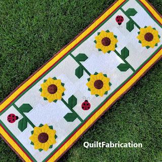sunflowers-yellow-summer-table runner-dresden plate