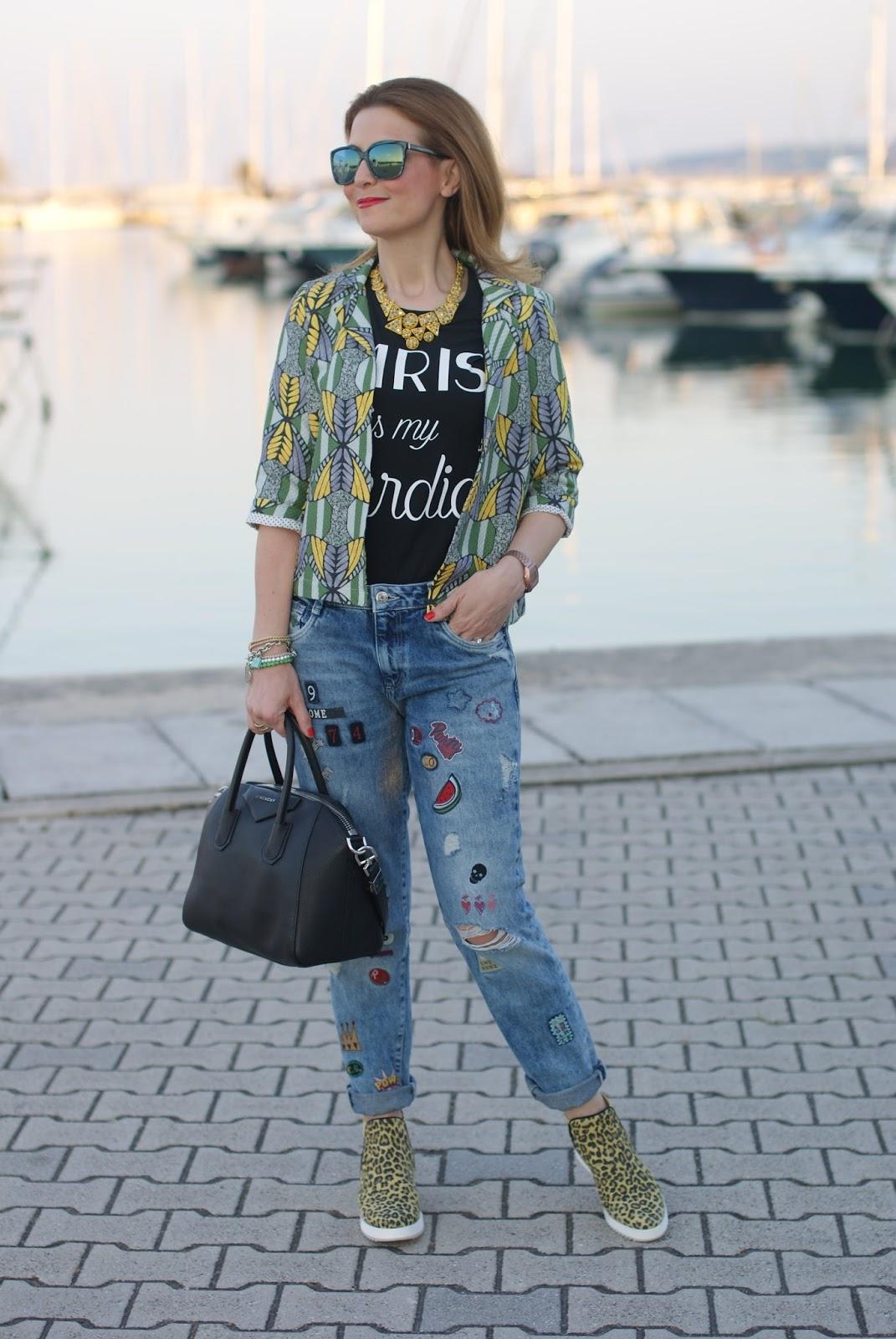 4fc6a49581 Hype Glass sunglasses Zara necklace Tezenis t-shirt Dixie jacket Givenchy  Antigona bag